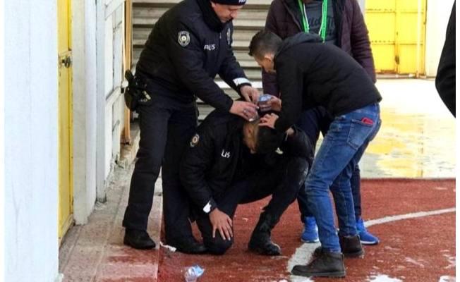 Photo of Kütahya'da oynanan maçta olay çıktı! Polis memuru başına aldığı taş darbesiyle yaralandı!