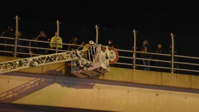 Photo of İzmir Karabağlar'da köprüde intihar girişimi!