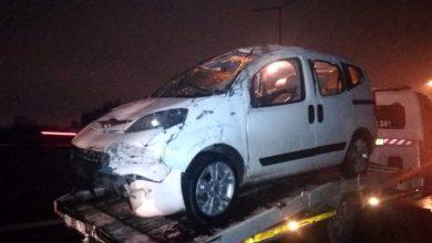 Photo of İzmir Buca'da hafif ticari araç bariyerlere çarparak takla attı!