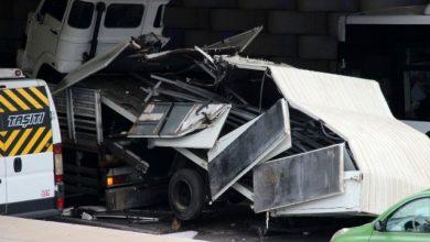 Photo of İzmir Konak'ta trafik alt geçide sıkışan kamyon yüzünden aksadı!