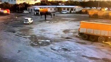 Photo of İzmir Torbalı'da şoför tırı arkadaşlarının üzerine sürdü!