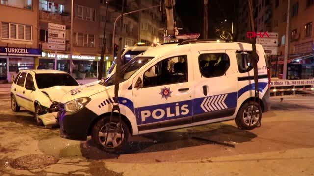 Photo of Denizli'de otomobil polis aracına çarptı! 3 kişi yaralandı